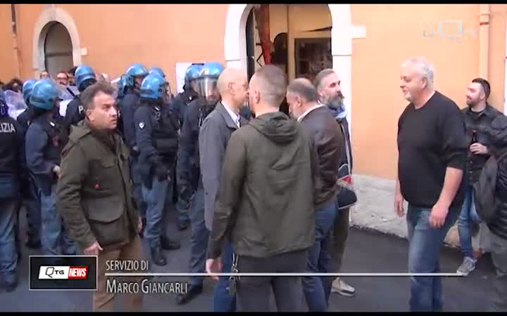 L'AQUILA: TENSIONI AL SIT-IN ANTIFASCISTA